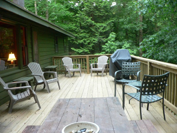 Outdoor Deck and Picnic Table